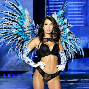 Bella Hadid Dominated The Victoria's Secret Show In Shangai ⸺ And Tits Slipped !
