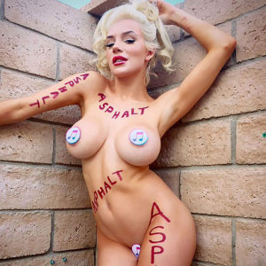 Courtney Stodden Nude & Topless Pics Of Her Huge Fake Tits !