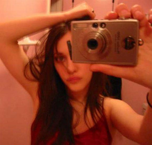 Kat Dennings sexy selfie