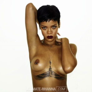 03-Rihanna-Topless-Sexy