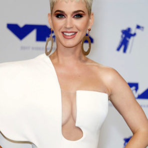 05-Katy-Perry-Sexy-Deep-Cleavage