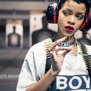 07-Rihanna-Topless-Sexy