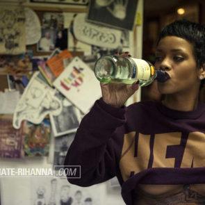 10-Rihanna-Topless-Sexy