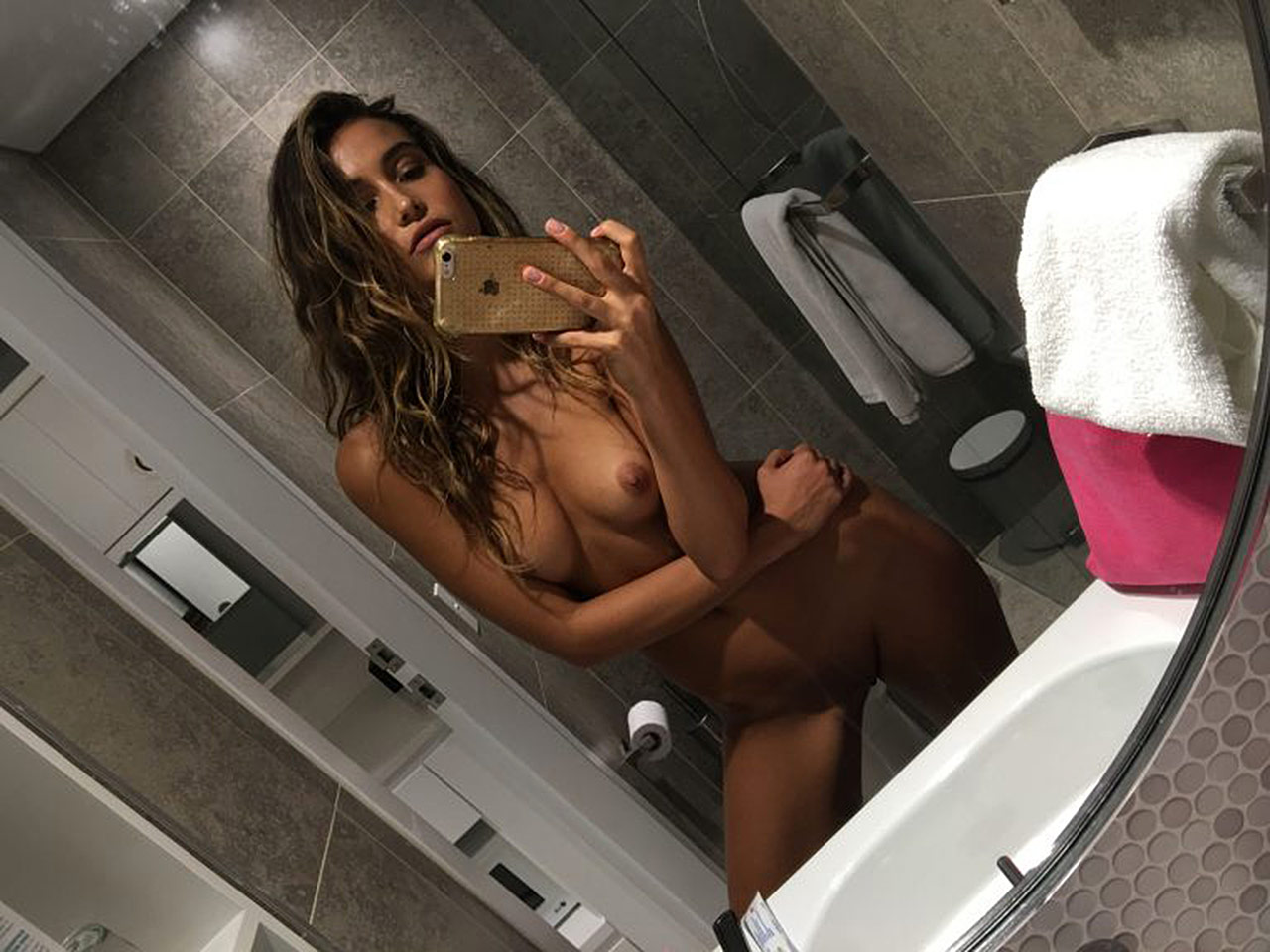 Laura Kokinova Nude