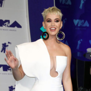 14-Katy-Perry-Sexy-Deep-Cleavage