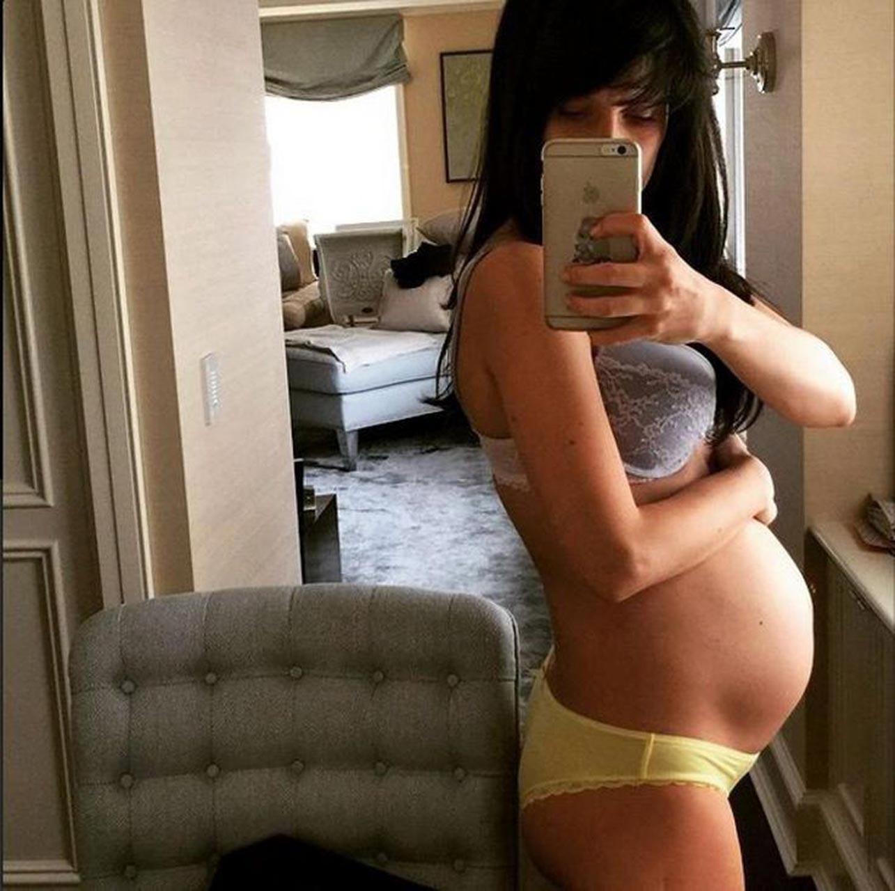 pregnant nude selfie pics