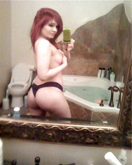 Scarlett Bordeaux nude ass