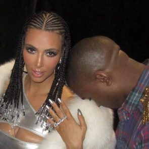 08-Kim-Kardashian-Topless-Sexy