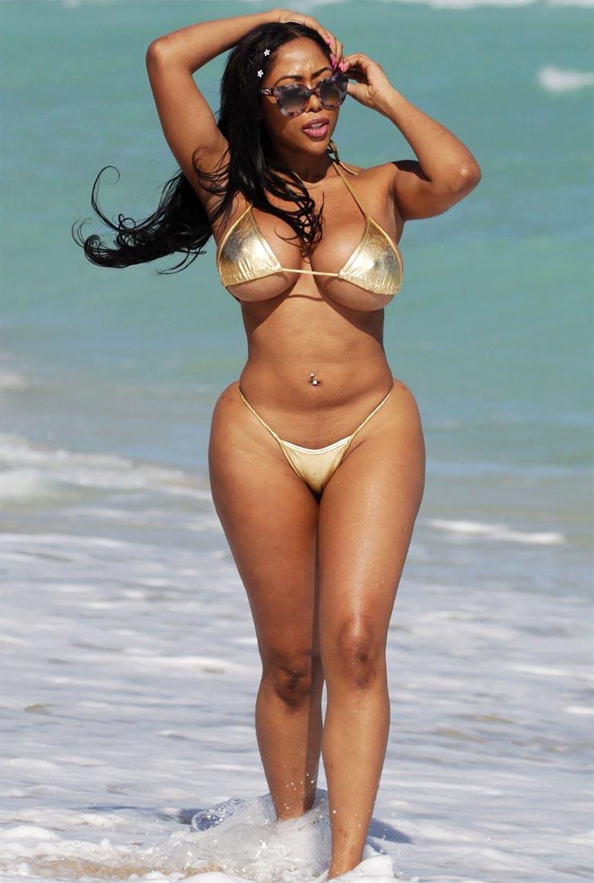 Porn Star Moriah Mills Showed Big Ass & Tits In Bikini ! - Scandal Planet