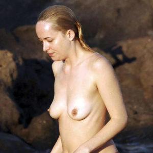 Dakota Johnson Topless Paparazzi Photos — Jamie Dornan Is Covering Her Nude Tits !