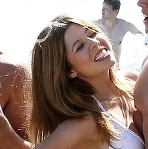 Jennette McCurdy bare feet and bikini