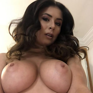 Kelly Hall Leaked Nudes — Model Showed Her Big Tits !