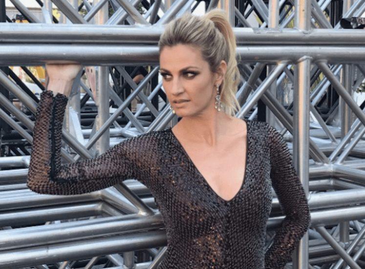 Erin Andrews black dress cleavage