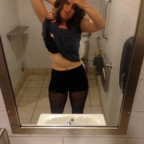 01-Allie-Goertz-Nude-Leaked