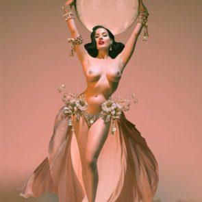 01-Dita-Von-Teese-Sexy-Nude