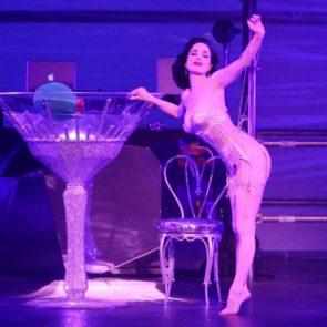 09-Dita-Von-Teese-Sexy-Nude