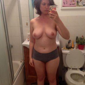 12-Allie-Goertz-Nude-Leaked