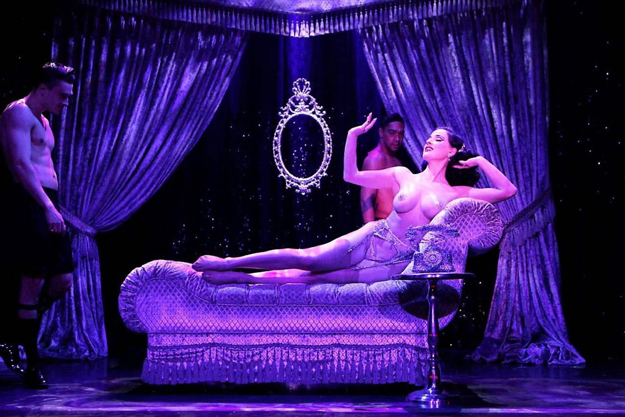 Burlesque Goddess Dita Von Teese Nude - Topless & Sexy ...