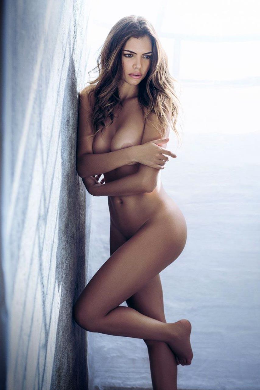 Naked linda