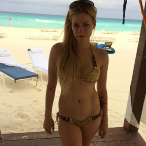 Avril Lavigne Nude in Leaked Porn and Private Pics 19