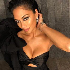 19-Nicole-Scherzinger-Sexy-Cleavage