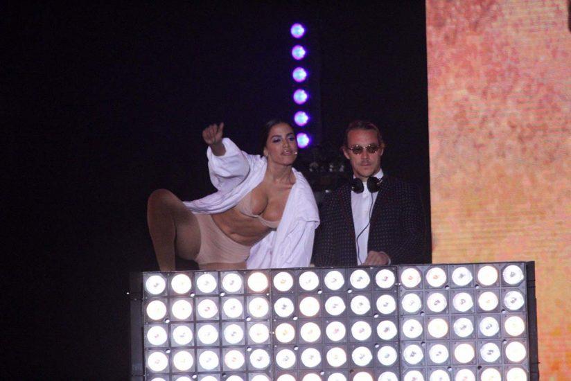 Anitta nude tits