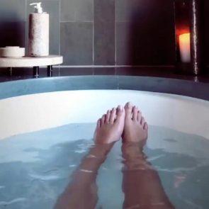 04-Emily-Ratajkowski-Nude