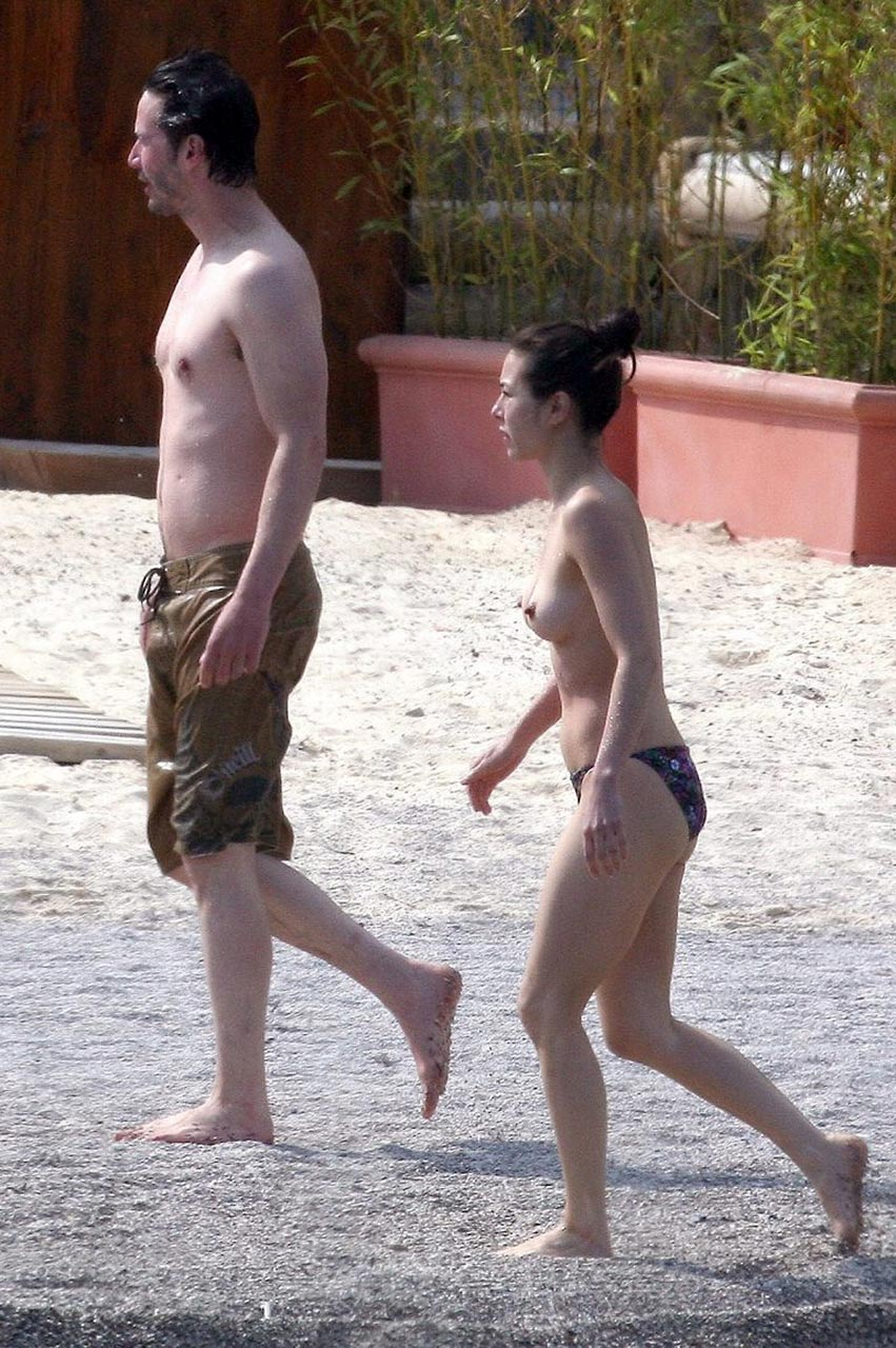 keanu reeves girlfriend china chow showed nude tits at the