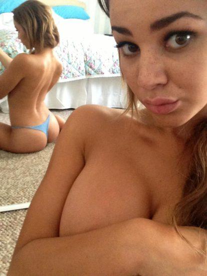 Courtnie Quinlan topless mirror selfies