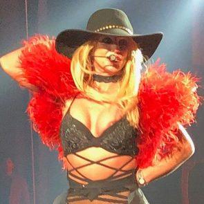 03-Britney-Spears-Nip-Slip