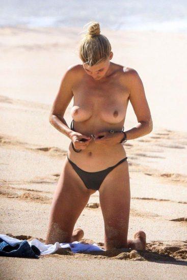 Kelly Rohrbach nude boobs