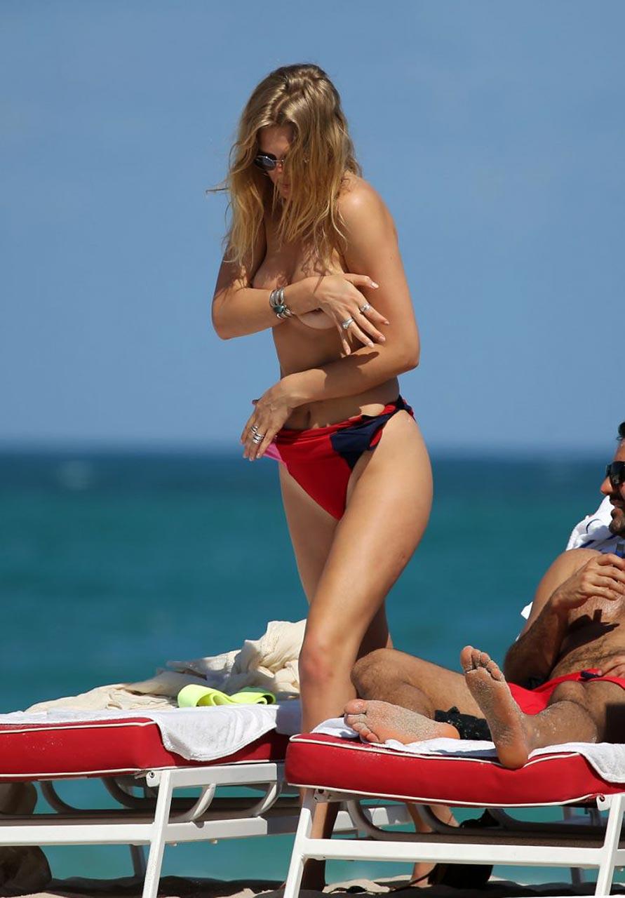 photo Dicaprios ex toni garrn nude tits in miami