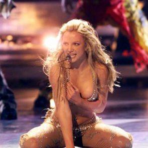 09-Britney-Spears-Nip-Slip
