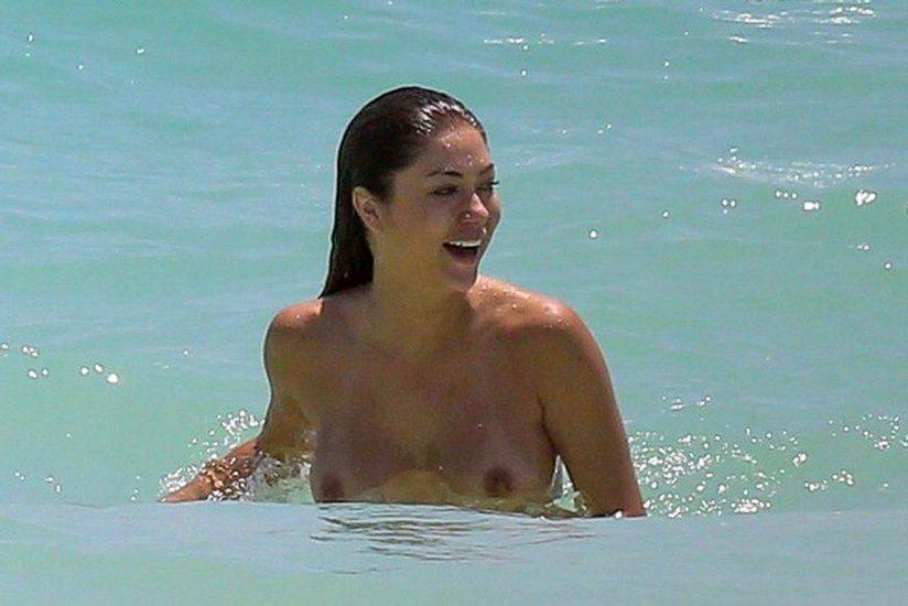 Arianny Celeste nude in the sea