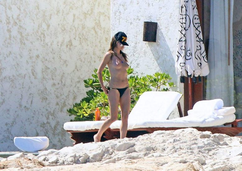 Heidi Klum Nude and Topless LEAKED Pictures 14