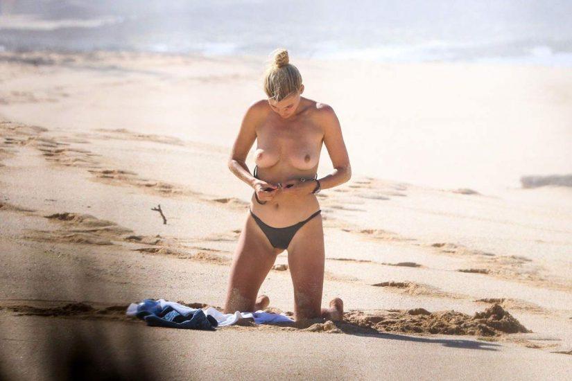 Kelly Rohrbach naked tits