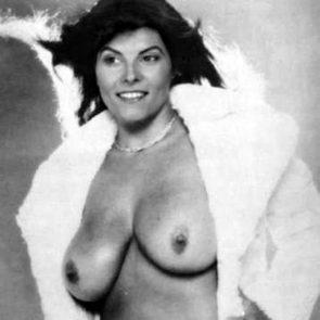 Barbeau nackt Adrienne  Adrienne Barbeau: