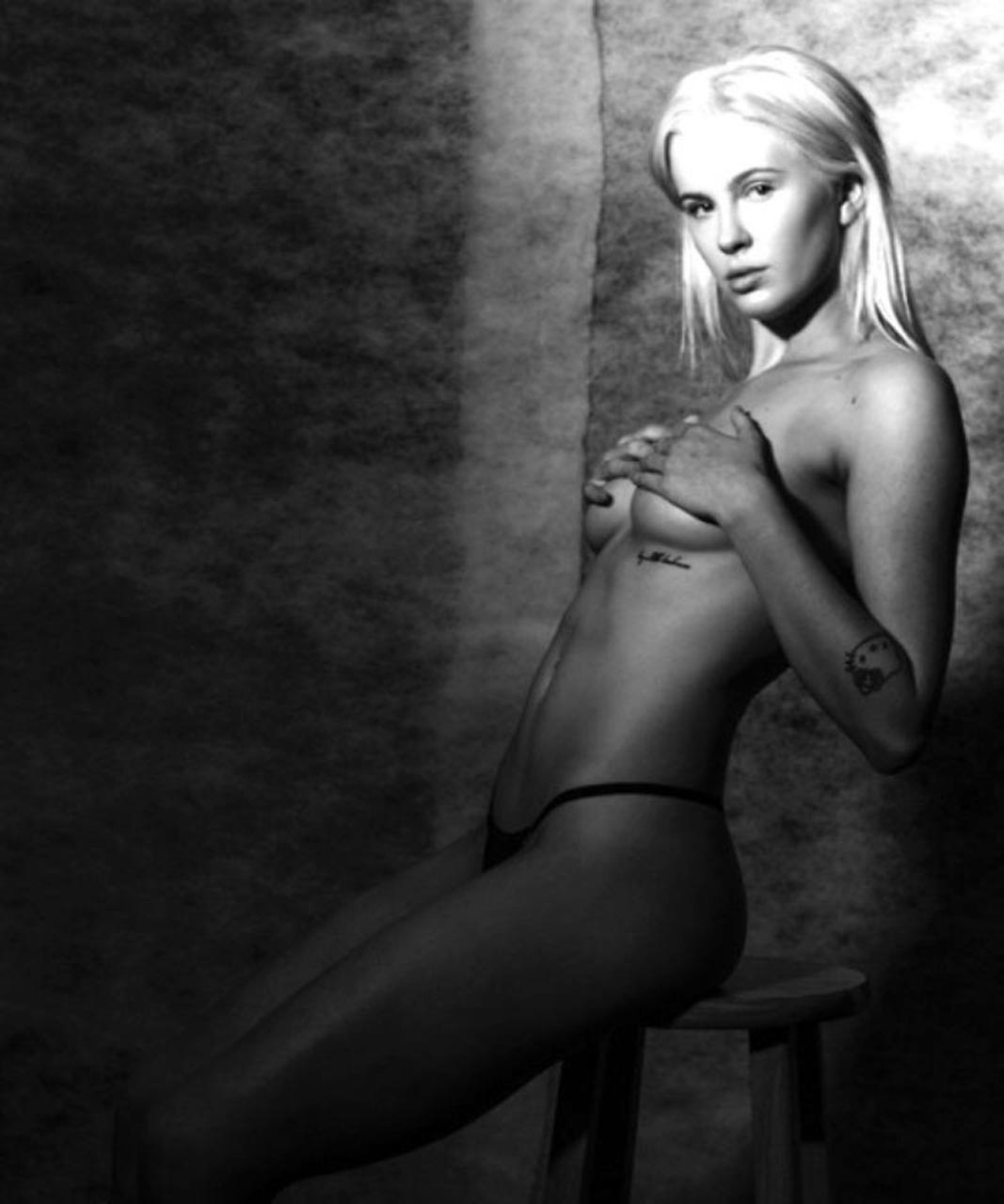 Nicki minaj jerk off challenge - 3 part 3