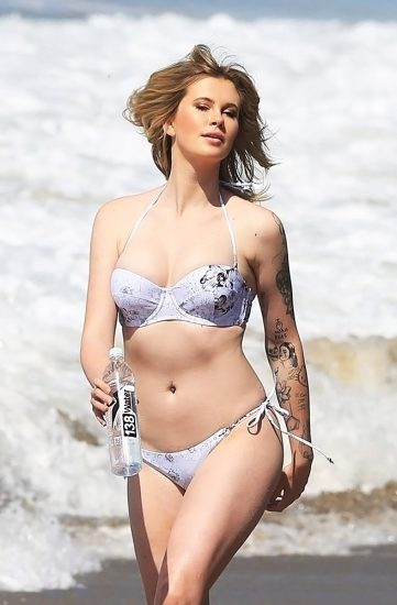 Ireland Baldwin Nude & Topless Pics And Porn Video 200