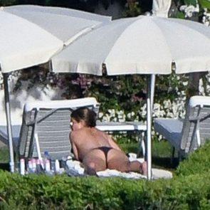 Jennifer Aniston naked tits