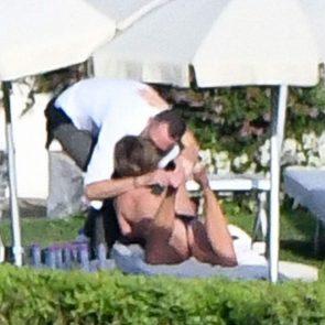 Jennifer Aniston kiss with her boyfriend
