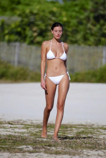 Alejandra Guilmant NUDE & Topless Photos Collection 95