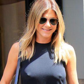 Jennifer Aniston hot nipples