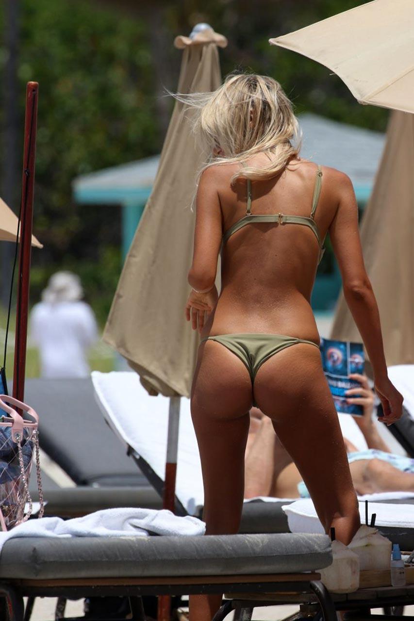 Italian Star Melissa Castagnoli Bikini Thong  U0026 Areola Peek Photos