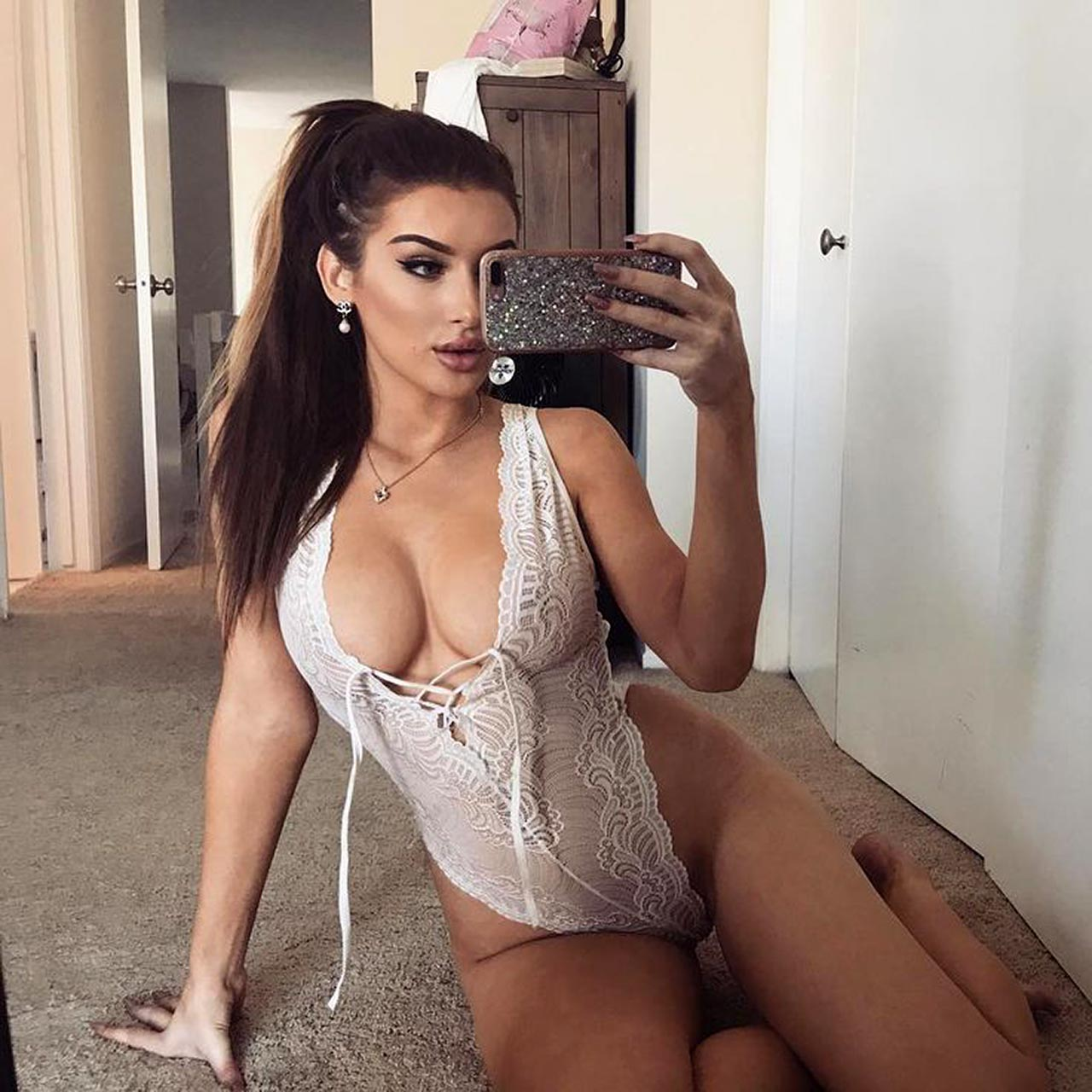 Molly Eskam Topless Porn