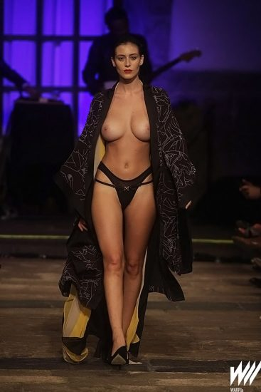 Alejandra Guilmant topless on fashion show