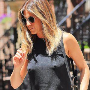 Jennifer Aniston Nipples Are Free !