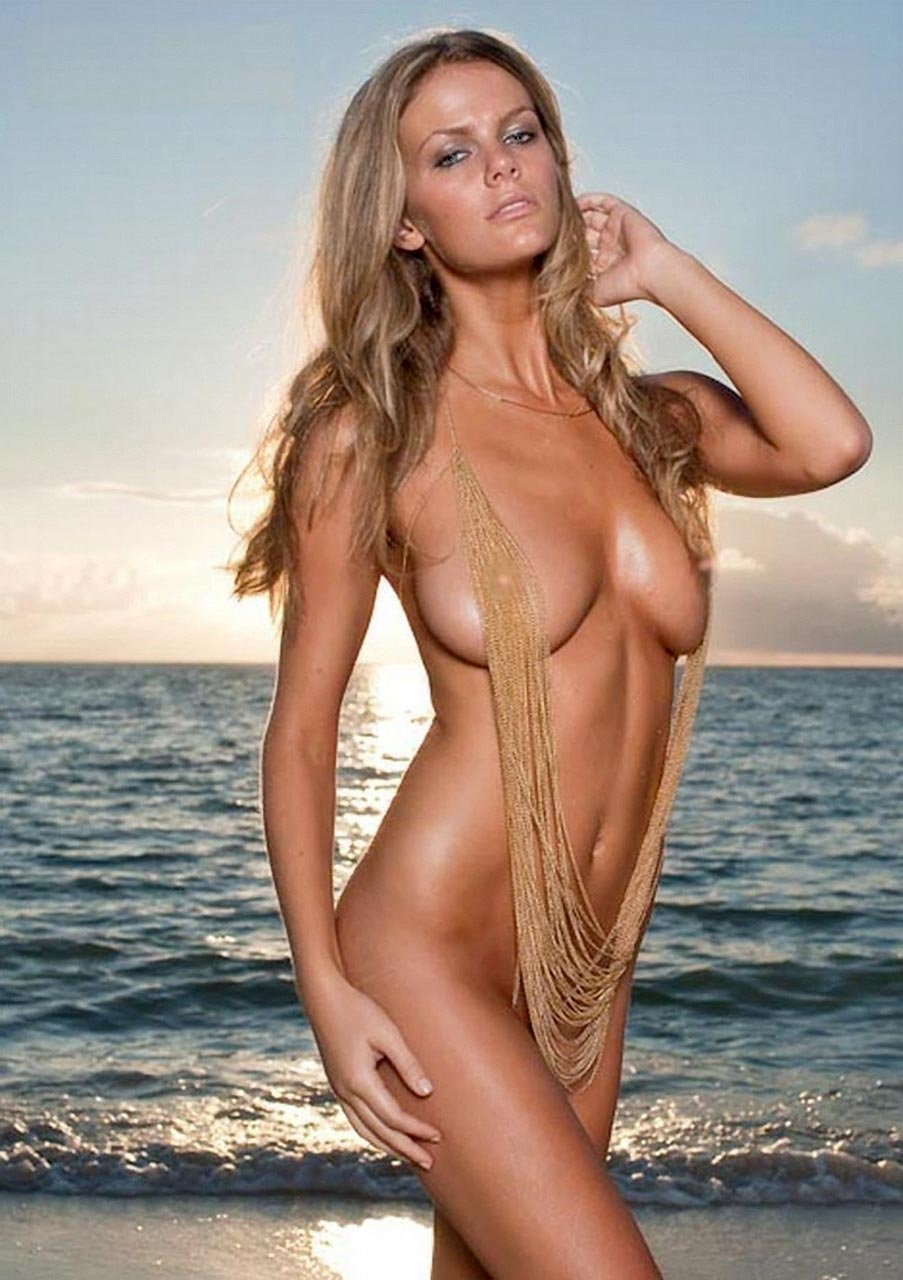 Brooklyn Decker Nude Photos