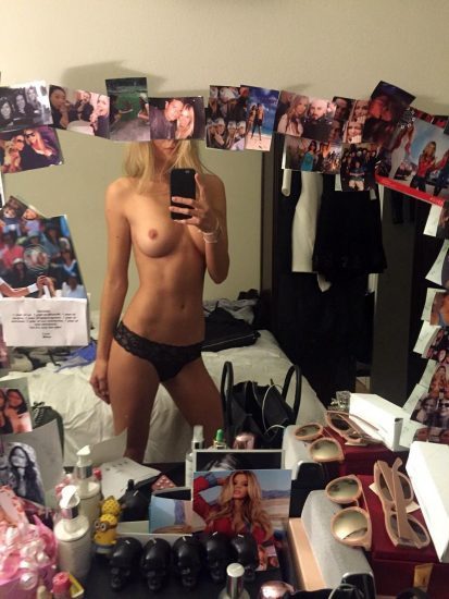 Danielle Knudson nude boobs