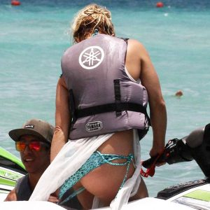 Britney Spears Bikini Photos — Pussy Slip Almost Happened !